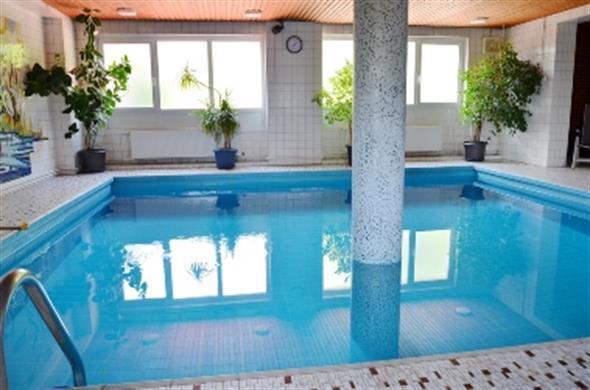 reserviert eigentumswohnung mit balkon garage und schwimmbad im haus immobilienmakler. Black Bedroom Furniture Sets. Home Design Ideas